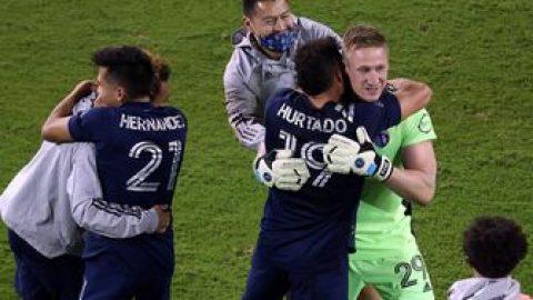 Tim Melia saves 3 kicks in penalty shootout against San Jose, helping Sporting KC advance