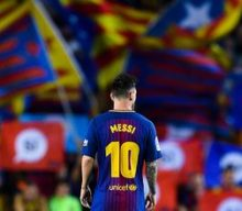 Messi stays at Barca despite team's financial woes