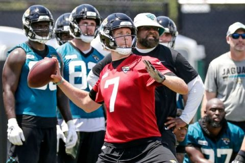 Foles says wife encouraged him to return to Jags