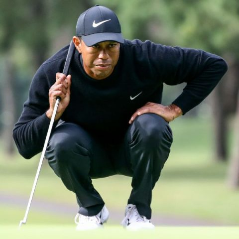 Tiger looking to a putter switch before Round 1