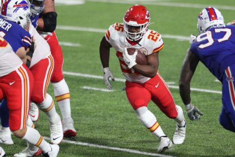 In rarity, Chiefs turn to ground game in victory