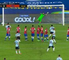 Lionel Messi puts home unbelievable free-kick goal vs. Chile, gives Argentina 1-0 lead