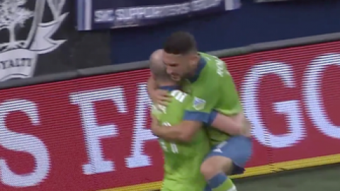 Cristian Roldan scores from close range to give Sounders 1-0 lead over Sporting KC