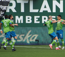 Raúl Ruidíaz scores fifth goal in four games, Sounders top Timbers, 2-1