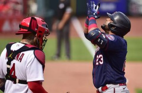 Twins demolish three homers, beat Cardinals 7-3 in Game 1